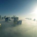 Mýtický pohled na město v mlze