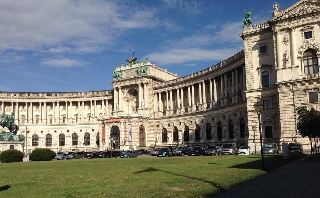 Jedno z mnoha křídel Hofburgu