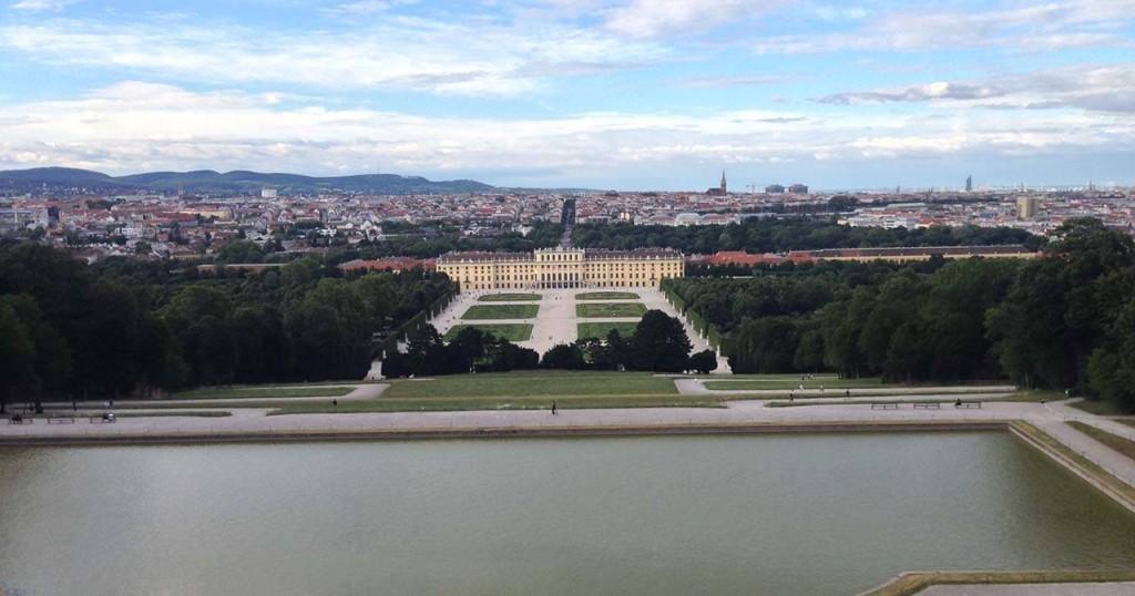 Pohled na zámek Schönbrunn z Gloriette