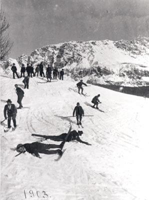 Snímek z roku 1903 - už tedy se v Cortině lyžovalo