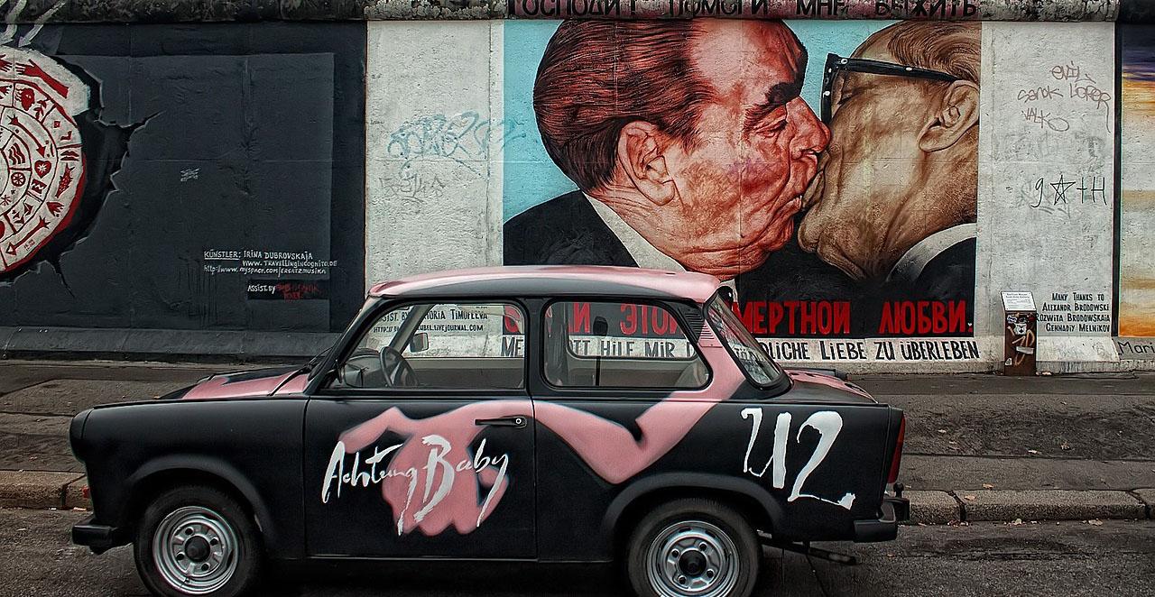 Trabant U2 (achtung baby), East Side Gallery a líbající se Brežněv s Honeckerem