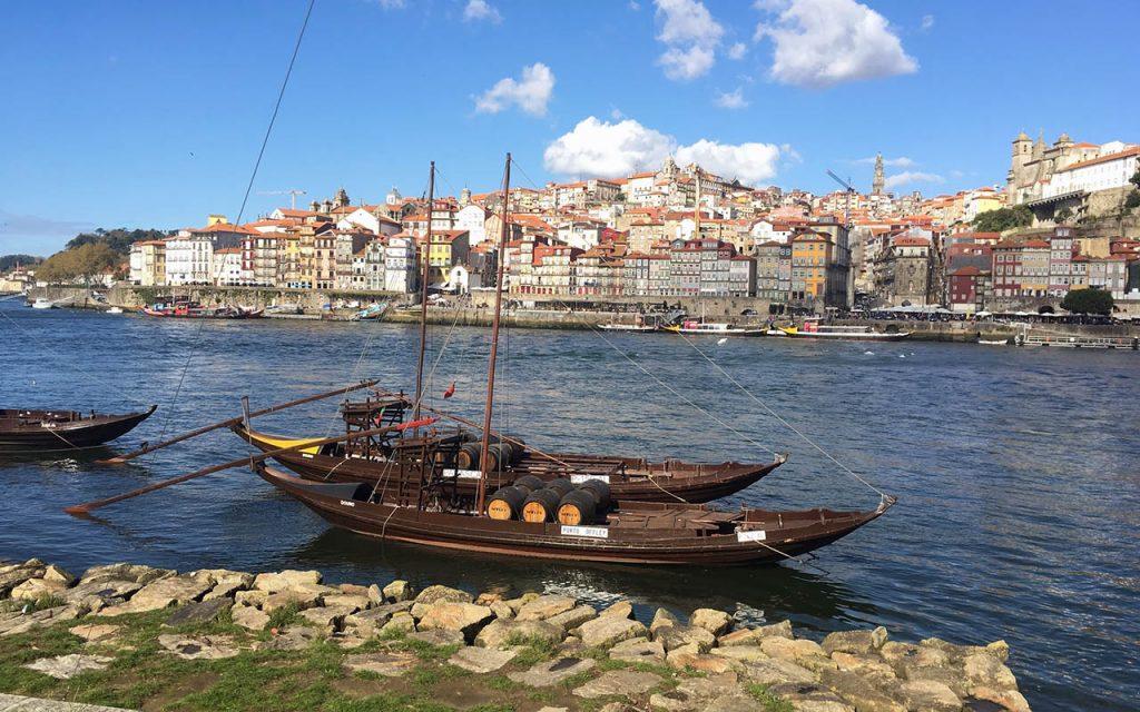 Řeka Douro, za níž se tyčí historické centrum města