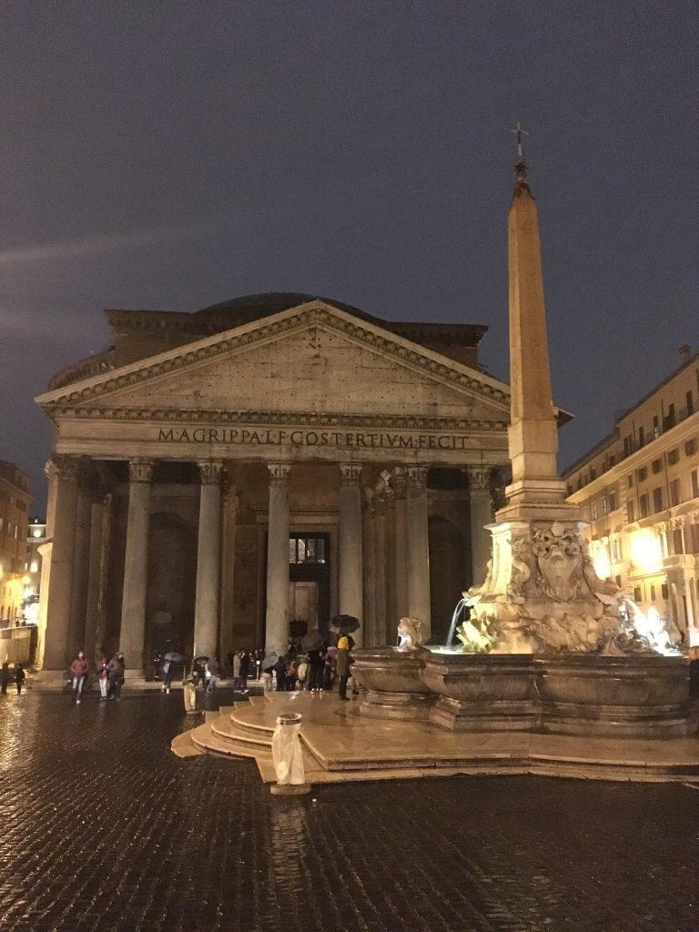 Večerní pohled na Pantheon