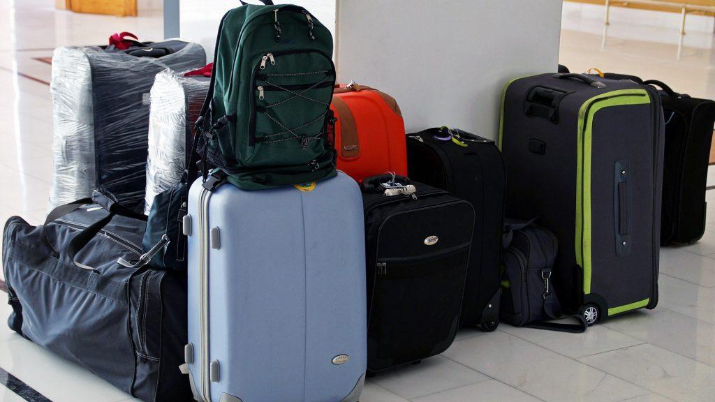 Zavazadla připravená před leteckou dovolenou